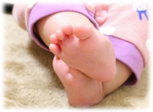 赤ちゃんのしもやけの足